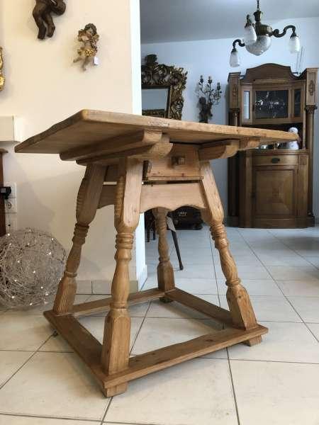 zierlicher Jogltisch Tisch Bauerntisch Landhaustisch Naturholz Z1217