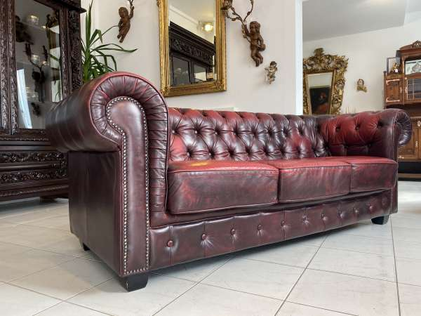 traumhaftes Chesterfield 3er Clubsofa Diwan Couch Oxblood A2733