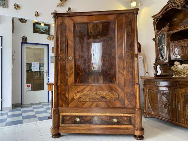 originaler Historismus Kabinettschrank Säulenschrank Traumstück E1480