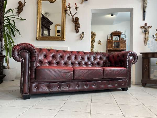 traumhaftes Chesterfield 3er Clubsofa Diwan Couch Oxblood A2734