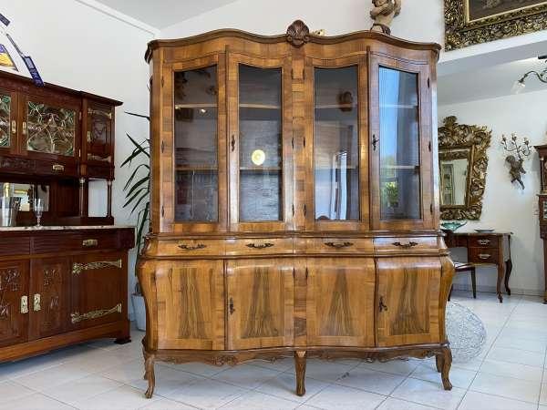 große Barockstil Vitrine Nussholz Glasschrank Bücherschrank Stilvitrine E1878