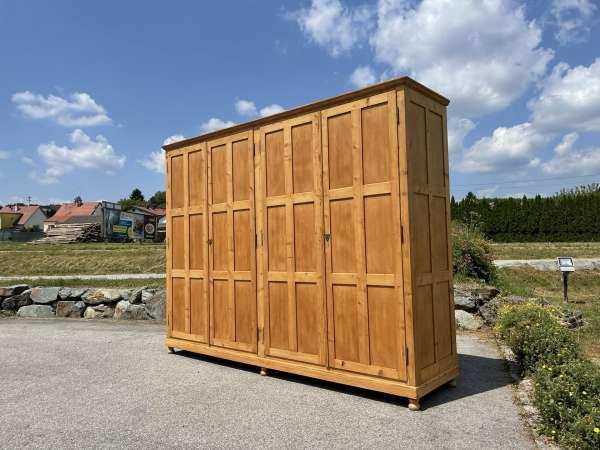 riesiger Garderobenschrank Naturholz Kleiderkasten A2801