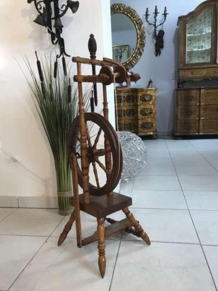rares funktionstüchtiges restauriertes Spinnrad Holz Naturholz W3352-1