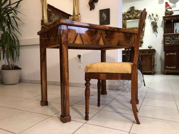 eckiger seltenes Biedermeier Tisch Nussholz Furniert Z2273