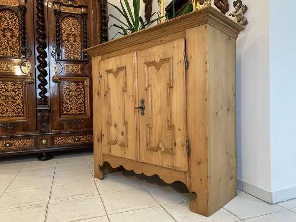 bäuerliche Barock Anrichte Sideboard Kommode Naturholz A2190