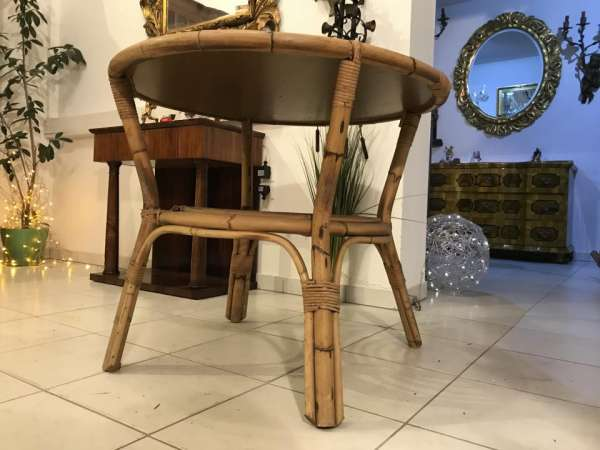 alter uriger Tisch Beistelltisch rund aus Rattan Naturmaterial W3439