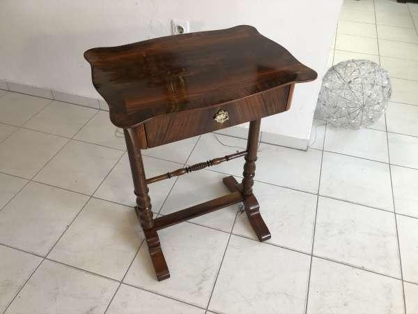 restaurierter Biedermeier Tisch Beistelltisch Nähtisch Nussholz E1085