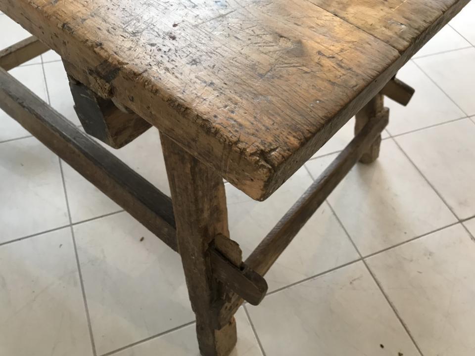 uriger Tiroler Schragltisch aus der Zeit um 1760 Rhöntisch